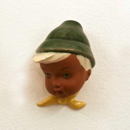 Wandmaske Junge mit Hut